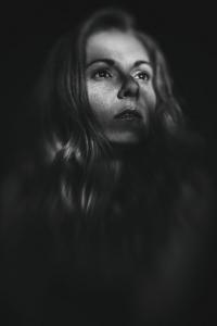 Fotografin: Simone Gernhardt. Model: Claudia Schwarz. Lensbaby Muse Fotografie