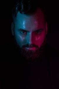 Fotografin: Simone Gernhardt. Model: Michael Bearded Model. Lensbaby Velvet Fotografie