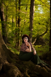 Lensbaby, Portrait, Colour, bochum, photographer, fotograf, fotografin, sensual, beauty, schönheit, model, wald, forest, weitmarerholz, plussize model, vintage, beauty